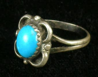 Vintage Old Navajo Native American Jewelry Sterling Silver Turquoise Ring - Size 4