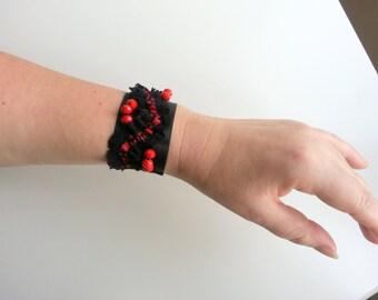 Black  and red bracelet, black lace cuff bracelet, Victorian gothic Lolita wrist cuff, Black lace cuff, lace satin wristband,