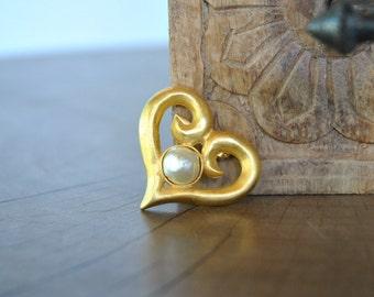 Vintage GOLDEN HART  brooch....