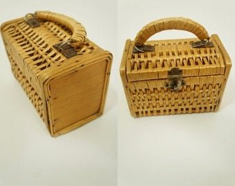 Adorable wicker and wood top handle Bag.  Vintage Mid century.