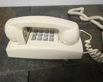 Vintage 1986 Pac Tel Push Button Wall TELEPHONE,  * off  white  * Land line Phone  P 25541