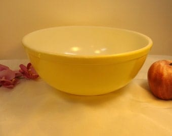 RARE ! Pyrex mixing bowl yellow VINTAGE collection Prized Casserole Kitchen  replacement  Gift vintage kitchen