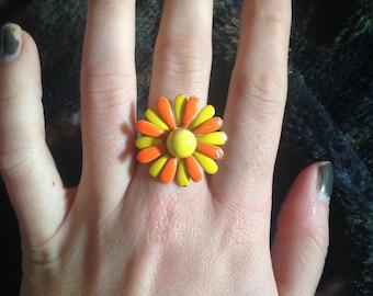 Vintage mod retro daisy ring