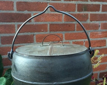 Vintage 2 Gallon Cast Iron Oval Cauldron Dutch Oven with Original Tin Lid Marietta C Co. PA