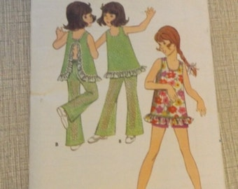 "Loose-Fitted Top with U-Shaped Neckline and ""H"" Back with Button Closing in Size 6, All 6 Pieces Vintage Butterick Sewing Pattern 5777"