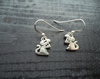 Small silver mouse novelty earrings