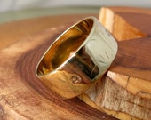 Wedding ring, 18K yellow gold wide band vintage, made in 1967. Marked 'LUCKY'.