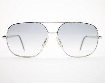 Vintage Sunglasses | Silver Aviator Sunglasses | Grey Gradient Lenses | 1980s Sunglasses | Vintage Deadstock - Image Silver