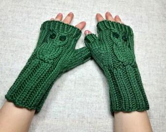 "Kids Fingerless Gloves ""Owls"" green, handknitted Mittens for Children, Pure Wool, Owly Arm Warmers"