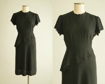 vintage 1940s dress / scallop hem dress / small-medium / Pin Curl Dress