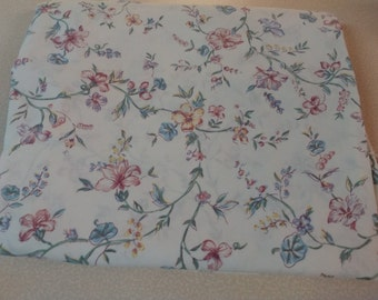Vintage Flat full Sheet mulit colored floral bedding