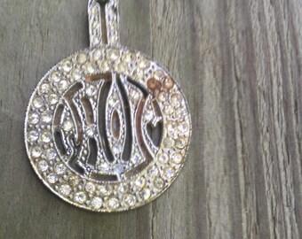 Vintage medallion style rhinestone necklace pendant