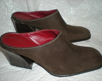 Donald J. Pliner Mules Clogs Soft Brown Leather Size 5 1/2 Made in the Mts of Italy