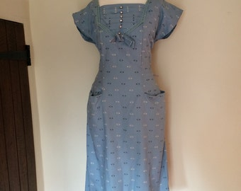 1940s blue printed cotton dress with cap sleeve and pleated neckline detailing