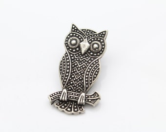 Vintage Owl Pendant With Detailed Texture in Sterling Silver. [8319]