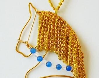 Horse head wire pendant