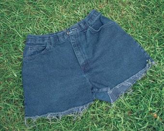 Vintage Women's Dark Blue Denim Cutoff Shorts (M)
