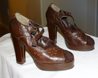 Vintage 1970's Mary Jane Pumps