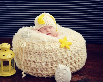 Moon and Star Elf hat. Crochet. Newborn. 0-3 months. photography prop