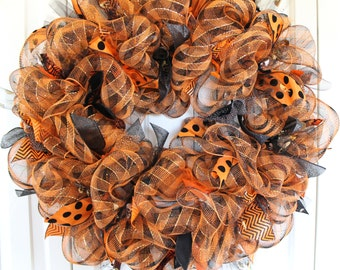 Halloween Deco Mesh Wreath. Black and Orange Wreath. Large Halloween Decoration. Halloween ribbon wreath. Halloween decoration.