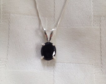 Sterling silver and oval cut black onyx solitaire single stone pendant necklace