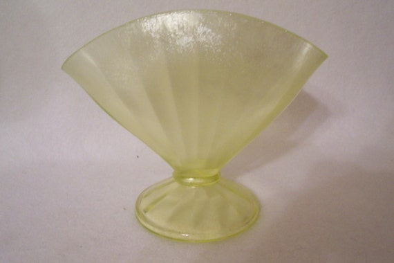 flower vase wine gl with Fenton Fan Vase Yellow Green Stretch on S Martini Glass Vase likewise 215975 also Val St Lambert Glass further 302726406176162814 as well Ceramic Vase With A Calla Lilly Flower.