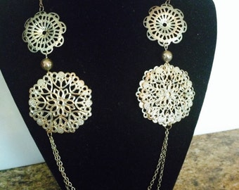Vintage filigree necklace - Gold tone chain with florette discs and beads