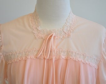 Mint Condition Pleated Pink Bedjacket