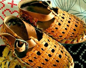 Weave shoe sizes 26,28 & 30
