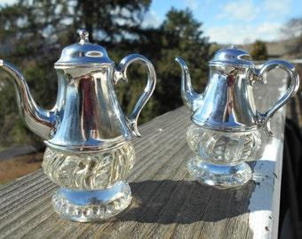 """Salt and Pepper Shaker Set, Shaped Like Teapots, 2-7/8"""" Tall"""