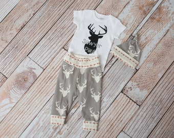 Newborn Personalized Baby Deer Antlers/Horns Bodysuit, Hat, Scratch Mittens Set with Grey and Arrows+ Personalized Little Brother Bodysuit