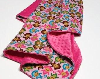 Couverture doudou douce minky flanelle réversible cayalou bébé fille singe rose