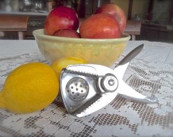 Vintage Lemon Squeezer~Vintage Metal Lemon Squeezer~Vintage Metal Juicer~Vintage Juicer~Vintage Citrus Juicer