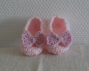 Crocheted Baby Booties Crochet Booties Newborn shoes Baby booties Crochet slippers Mary Jane Newborn Booties Girl pink Booties with bow