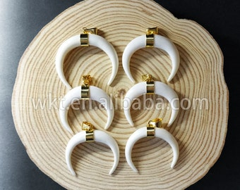 WT-P630 Wholesale Natural buffalo bone horn pendant with gold bezel on middle