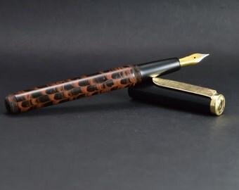 Solid gold and ebonite fountain pen. Kitless fountain pen. Fountain pen made entirely by hand. Bock nib