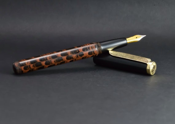 how to keep hand clean writing with fountain pen