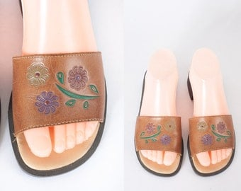 Vintage Tooled Leather Sandals, Leather Shoes, Stamped Leather Flats, 70s Sandals, 70s Shoes, Hippie Sandals, Boho Sandals, Bohemian Fashion