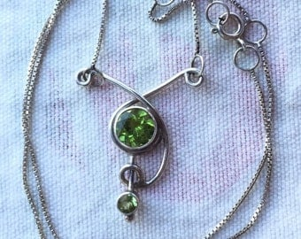 Green Stone Pendant -- 521
