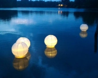 "5pc Floating Paper Lanterns 10"" White Paper lantern Led Light Included, Water Lanterns, Lake decor, Aisle Decor, Paper Lantern Centerpiece"