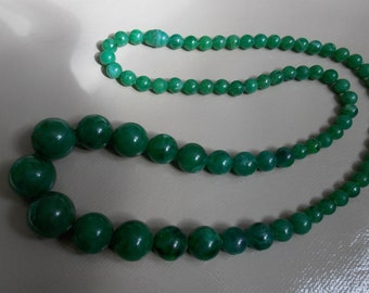 necklace of the years 60/70 plastic green beads