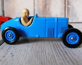 Lledo 1992 diecast model car. 'Spirit of Brooklands' collection celebrating 85 years of Brooklands motor racing circuit. A blue 1933 MG