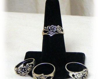CUTE SILVER RING . . Flower Design . . size 6 1/2. . Tibetin Silver   (Ladies Ring)