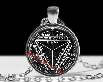 Seventh pentacle of Saturn pendant, this magic talisman is reputed to make others listen and tremble before the words of the wearer #103