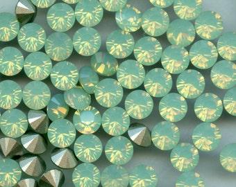 1028 SS34 OCH**  8 Swarovski rhinestones point back SS34 (7,2mm) chrysolite opal
