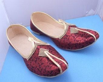 FREE shipping  maroon Paisley Mens shoes, Mens Slippers,Mens Flats,Handmade Slippers,Indian Shoes,INDIAN MOJARI,Mens designer shoes