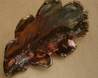 B473) A lovely vintage copper tone dipped metal oak tree leaf brooch