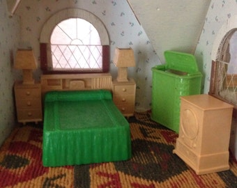 Renwal Dollhouse Furniture. Set includes bed with headboard, hamper with lid that opens/closes, radio. Made in the USA.