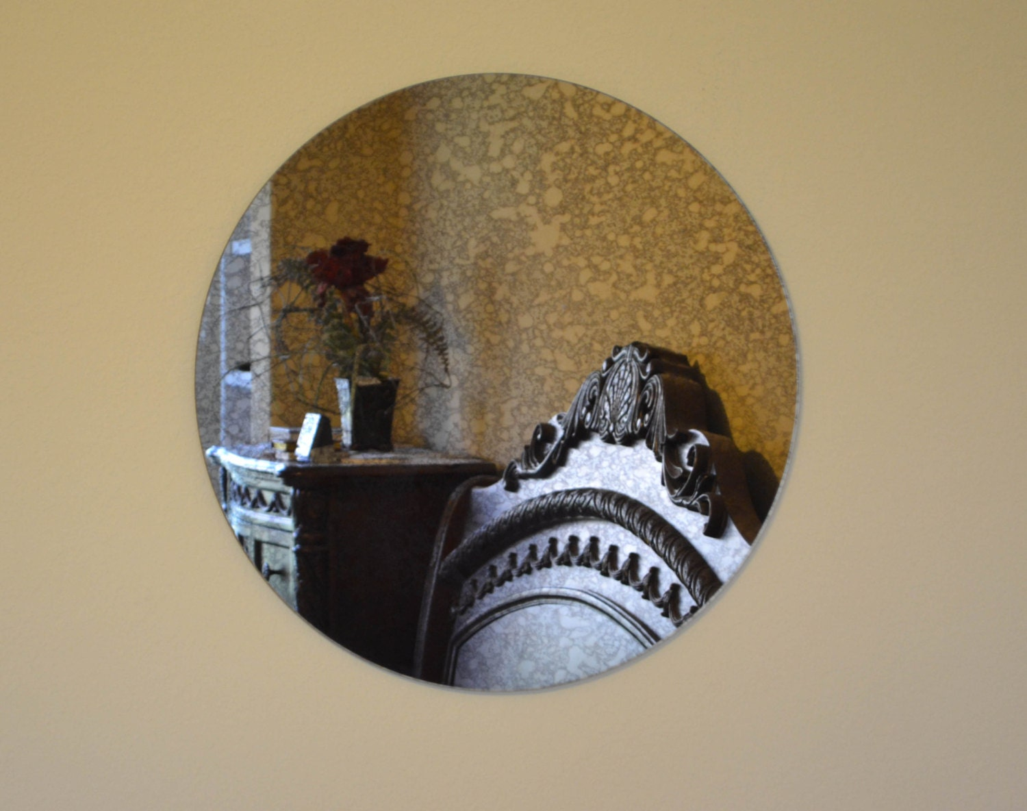 Overstock Antique Itched Decorative Round Wall Mirror