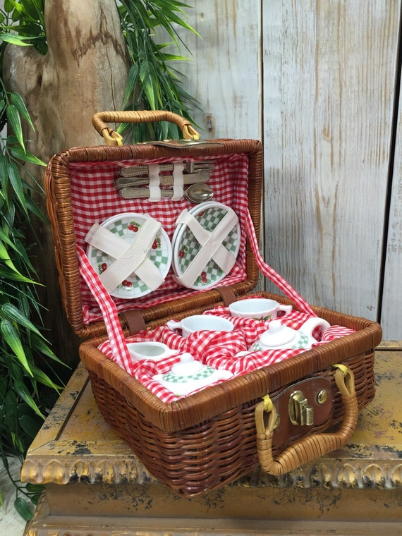 children tea set picnic set tea set picnic basket. Black Bedroom Furniture Sets. Home Design Ideas